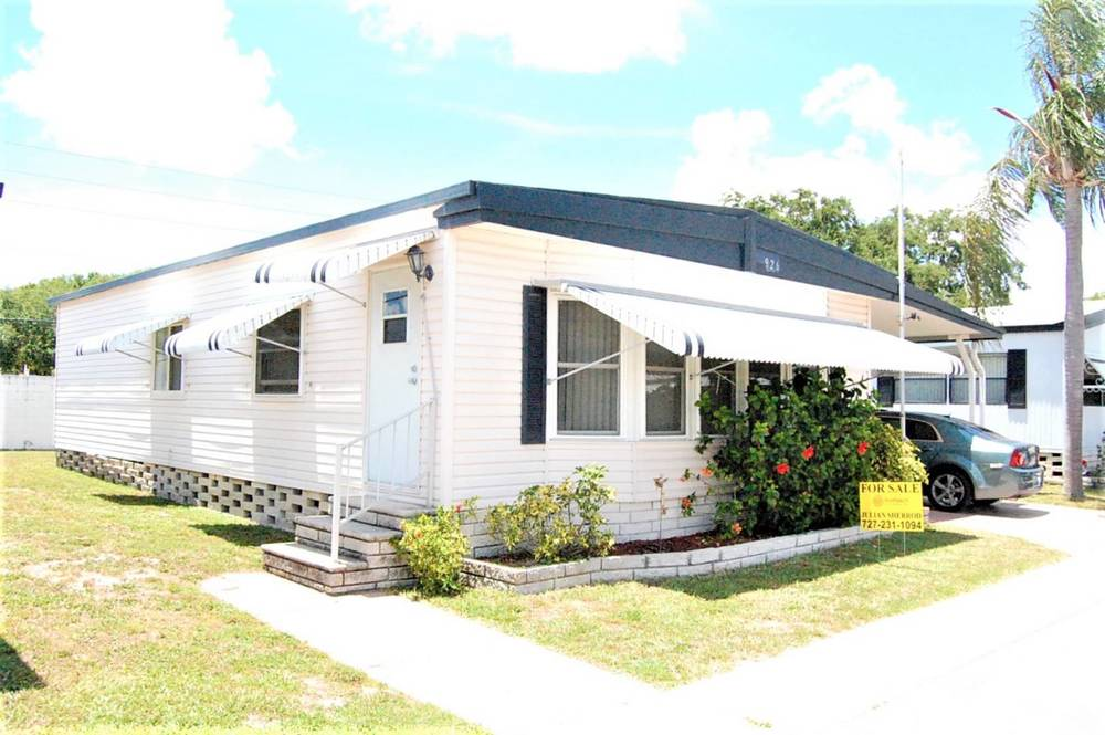 EXTRA LARGE 2BR PET FRIENDLY READY TO MOVE IN - mobile home for sale