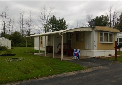 2 Bed 1 Bath 1981 Commodore - Mobile Homes for Sale in Chewaga, NY Commodore Mobile Homes on franklin mobile homes, double wide mobile homes, triple wide mobile homes, freedom mobile homes, champion mobile homes, clark mobile homes, fleetwood mobile homes,