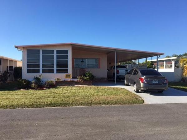 Mobile Home for Sale in Venice, FL: Nice 2 Bed/2 Bath With Inside
