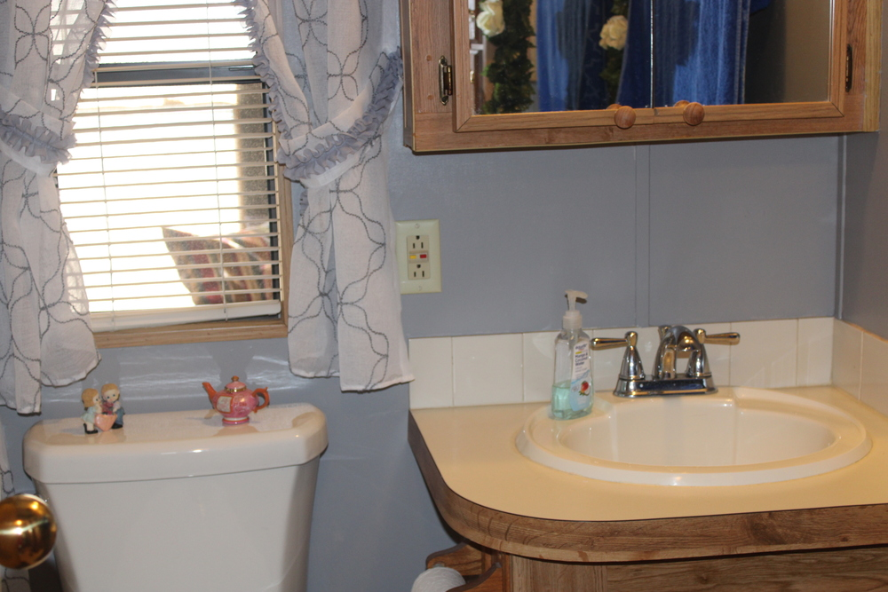 2 Bed/1 Bath Home That Won't Last Long - mobile home for