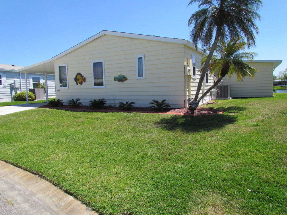 mobile home for sale in Ellenton, FL: Beautiful 3 Bed/2 Bath Double on
