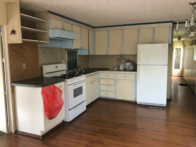 2 Bed1 Bath With New Laminate Wood Flooring Mobile Homes For Sale