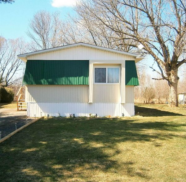 Mobile Homes For Sale In Ottawa, ON: 3 Bed 1 Bath 1972