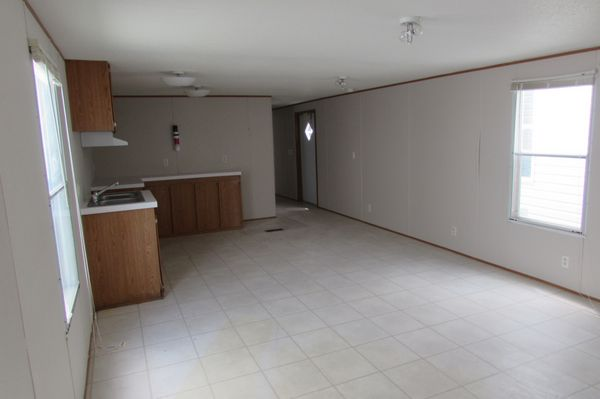 2006 Fleetwood Single-Wide Manufactured Home - mobile home for sale on mobile home white, mobile home skirting, mobile home screen porches,