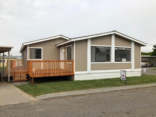 UPDATED SPACIOUS TRIPLE WIDE!! - mobile home for sale in Kennewick