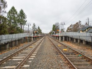 Looking West from RR Crossing - Stony Brook Station - 12-14-18