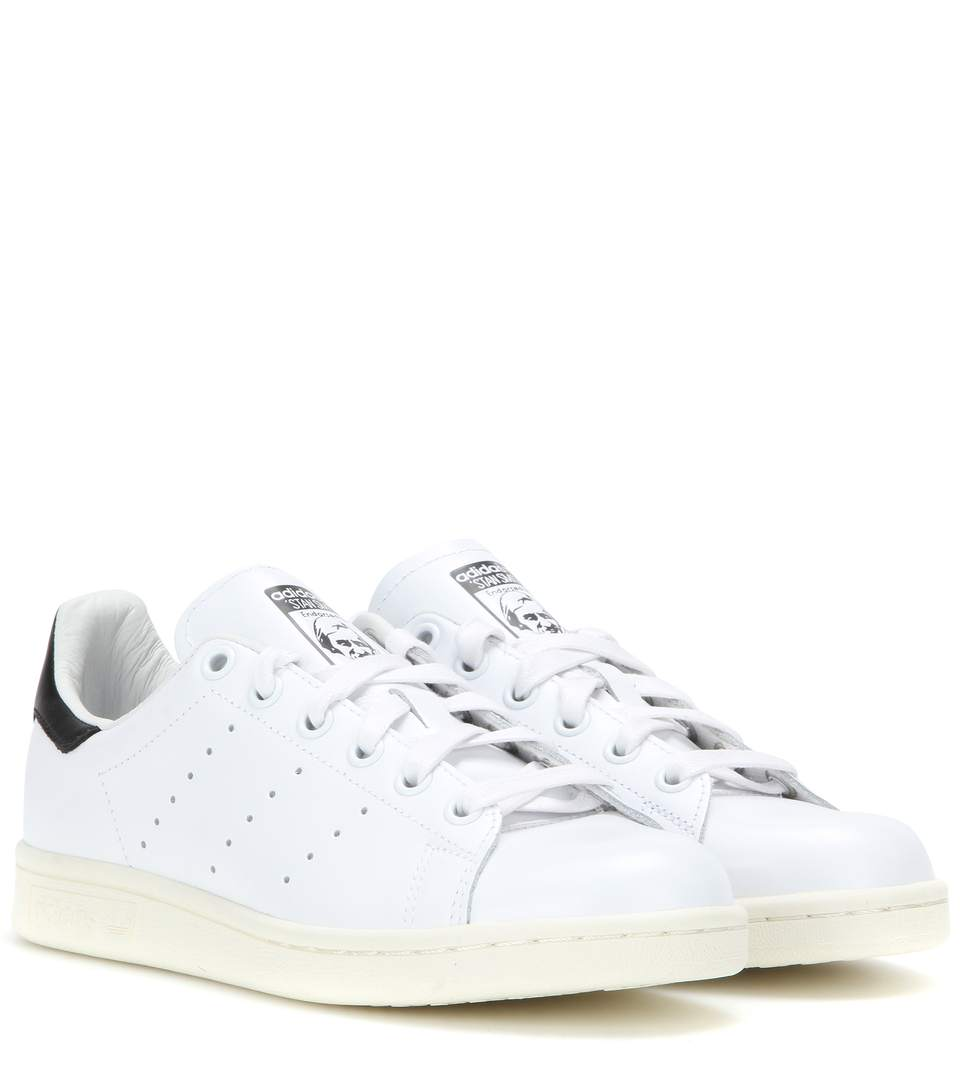 WHITE AND NAVY STAN SMITH SNEAKERS - WHITE