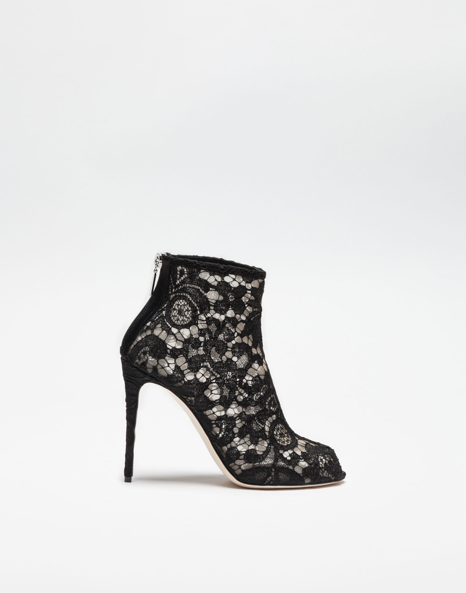 BOOTS IN LACE