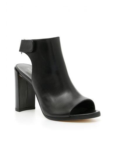 STUART WEITZMAN Frontroom Sandals