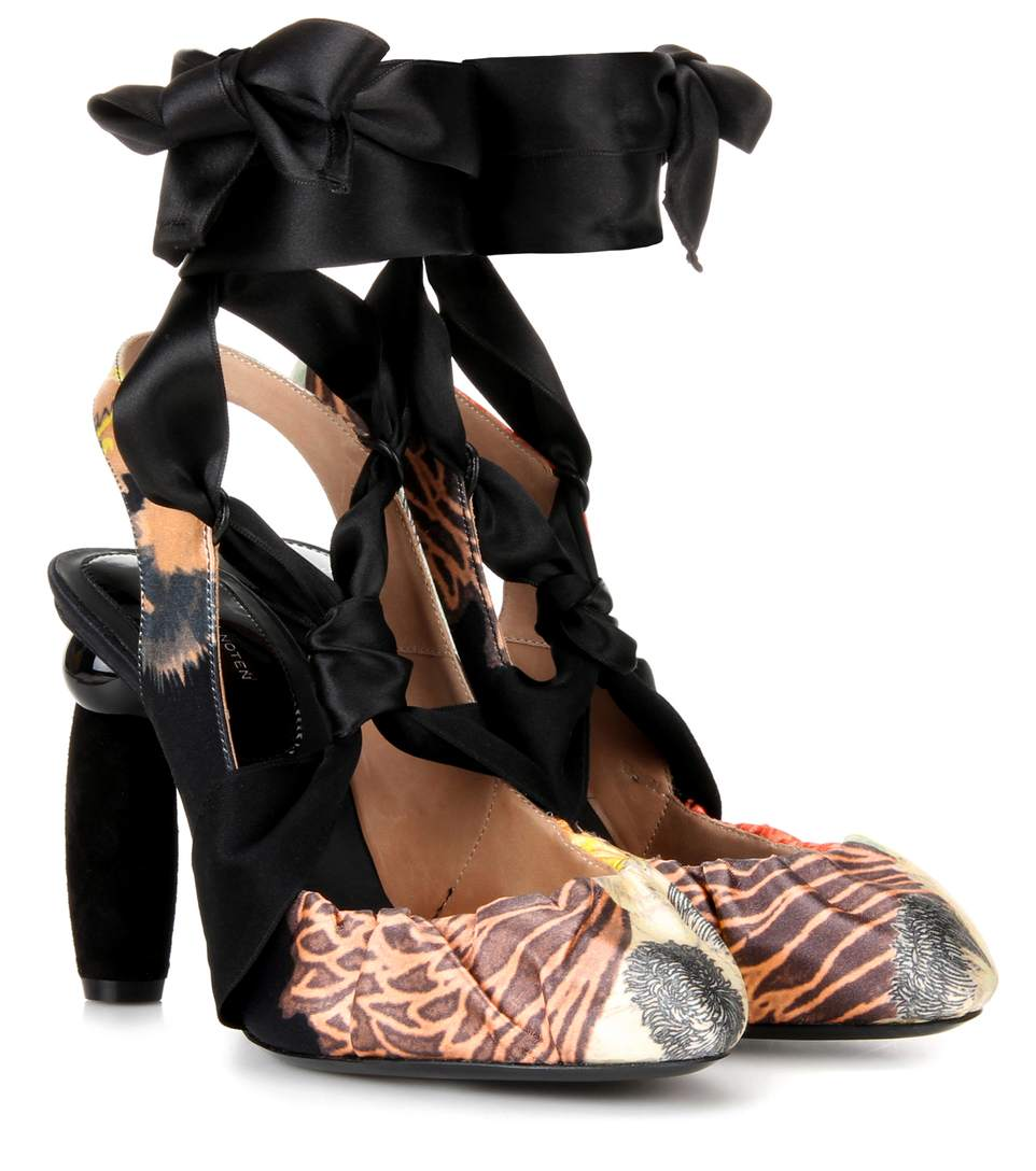 Printed sling-back pumps