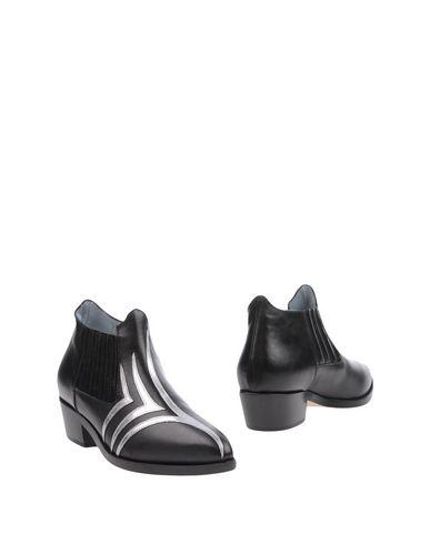Chiara Ferragni Leathers Ankle boot