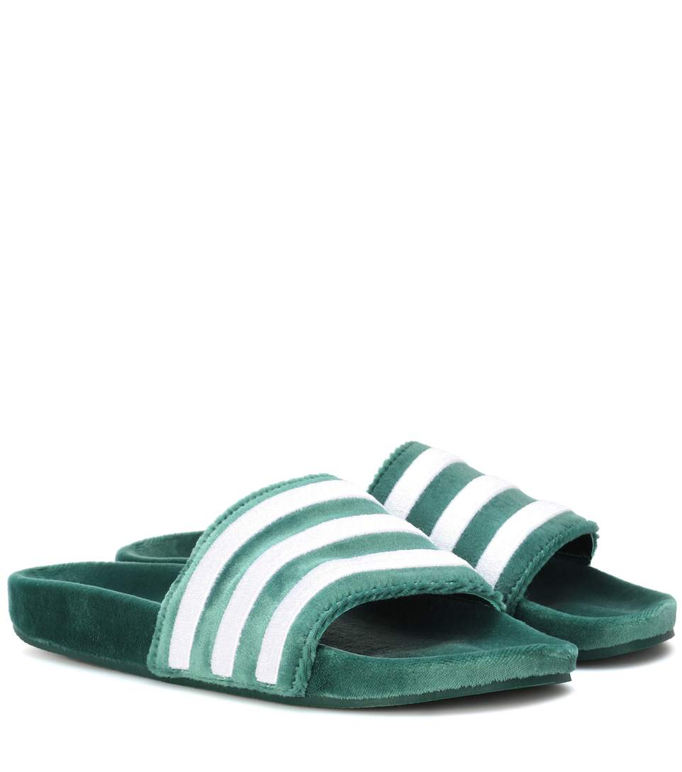 ADILETTE VELVET SLIDER SANDALS IN DARK GREEN - GREEN