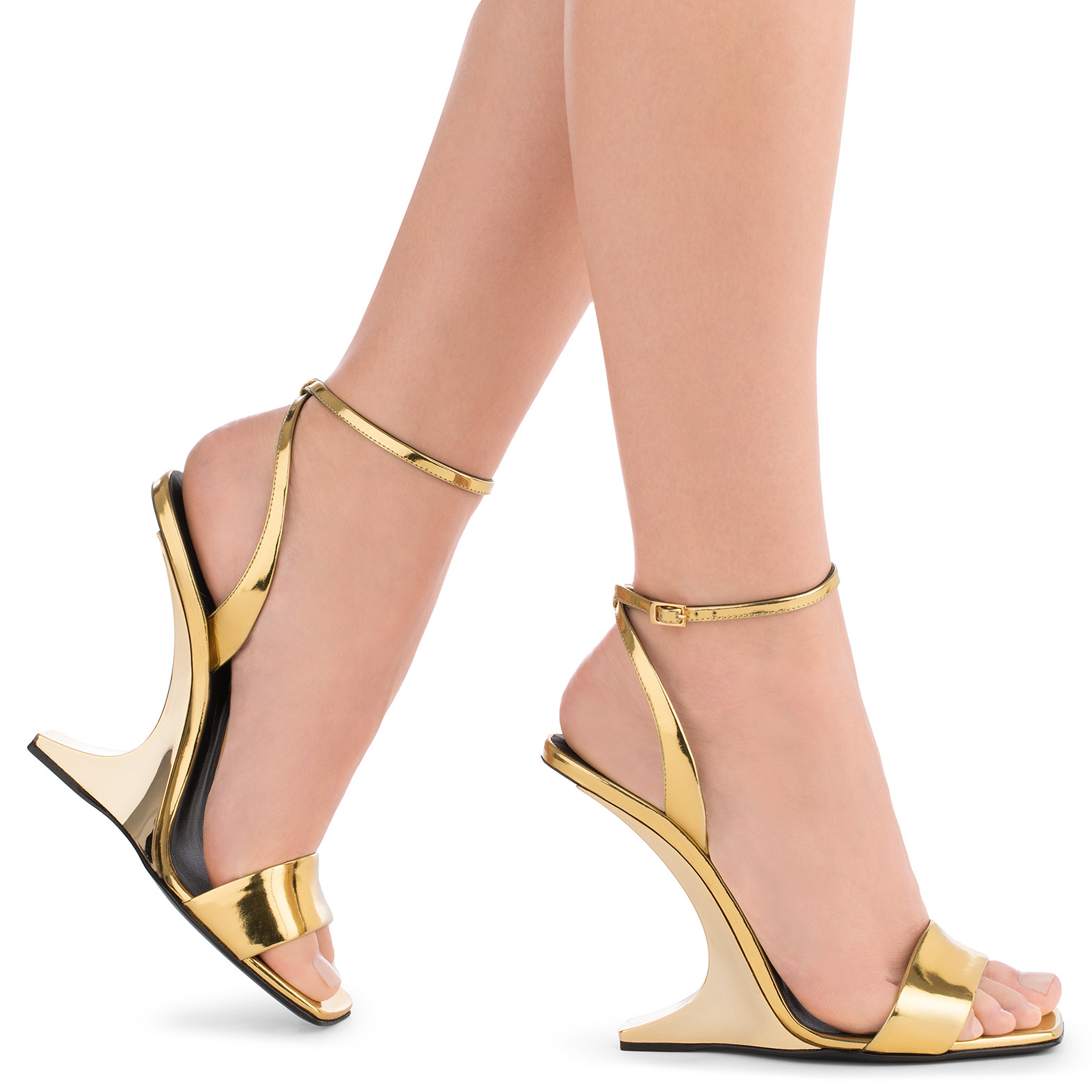 - MIRRORED GOLD PATENT LEATHER WEDGE PICARD