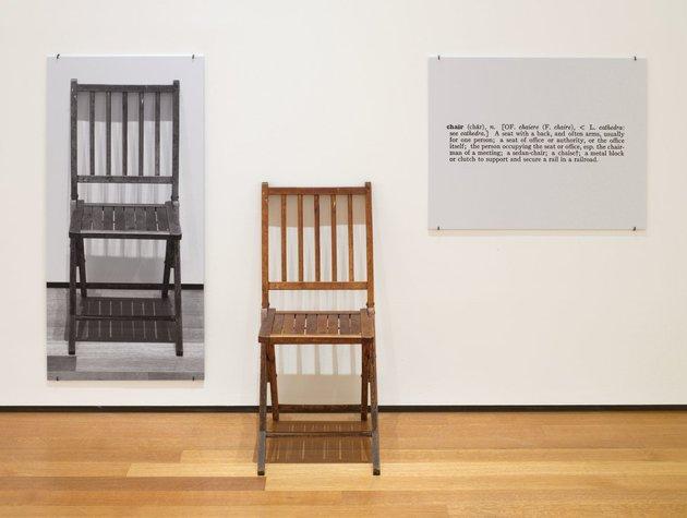 One and three chairs %28jospeh kosuth%29