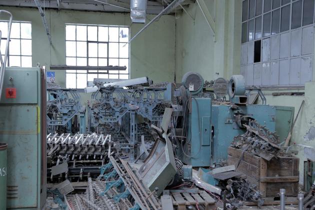 Hector lara maquinaria en desuso fabrica bellavista