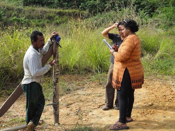 MEME's Vanitha Ponnusamy conducting questionnaires about farmer perceptions on human-elephant conflict. Photo courtesy of Ahimsa Campos-Arceiz. Photo courtesy of Ahimsa Campos-Arceiz.