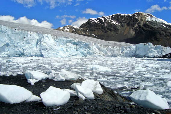 Pastoruri Glacier. Photo by: Edubucher/Wikimedia Commons.