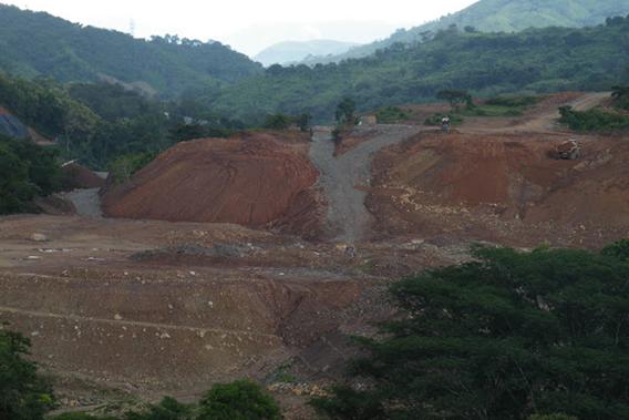 Barro Blanco hydroelectric dam under construction. Photo courtesy of Robin Oisín Llewellyn.