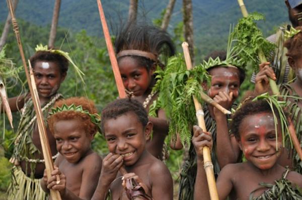 Enfants des monts Toricelli. Photo  fournie par la TCA (Tenkile Conservation Alliance).