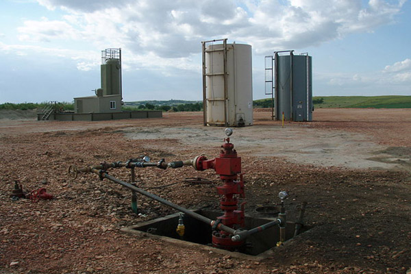 Fracking wellhead in North Dakota. Photo by: Joshua Doubek.