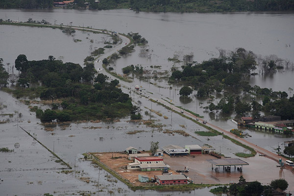 Road flooded in Rondonia state, Brazil. Photo by: © GREENPEACE / Lunae Parracho.
