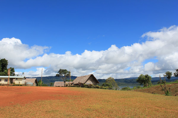 Una aldea en la Isla de Woodlark. Foto cortesía de Simon Piyuwes.