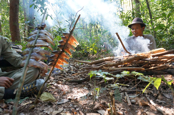 Cooking up a fish dinner in Virachey. Photo by: Habitat ID.
