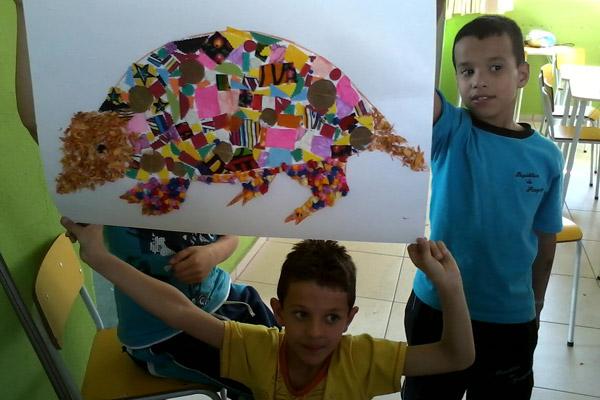 Niños aprendiendo sobre los armadillos gigantes. Foto de: Proyecto Armadillo Gigante del Pantanal.