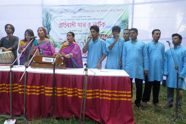Singers perform at the cultural protest for the Sundarbans. Photo courtesy of the National Committee to Protect Oil, Gas, Mineral Resources, Power and Ports.