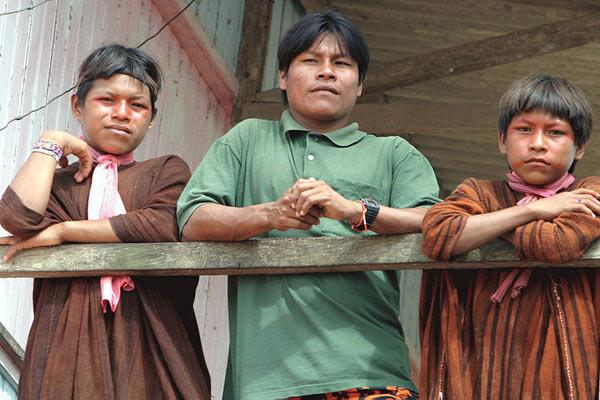 Men in the Asháninka tribe in Brazil. Photo by: Antônio Milena/Agência Brasil.