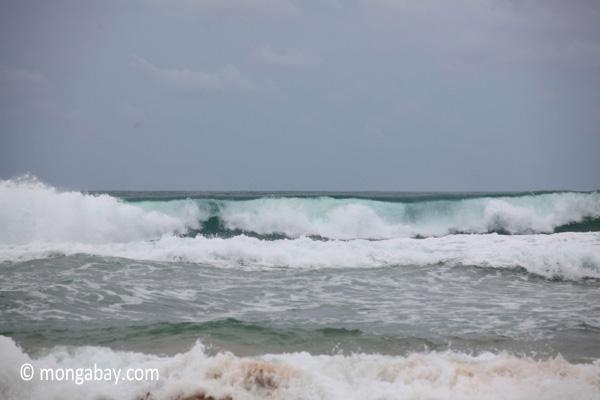 Indian Ocean surf breaking on the Western-most part of Java [java_0809]