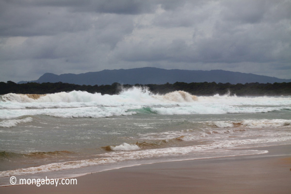 Indian Ocean waves breaking on the Western-most part of Java [java_0815]