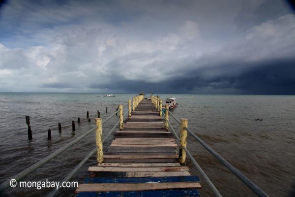 Dock near Sunur