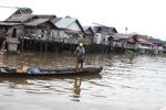 Man fishing in Banjarmasin [kalsel_0236]