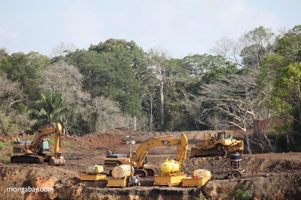 Bulldozers, tractors, and other earth-moving vehicles in the rainforest [panama_0073]