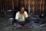 Lani man in his hut [papua_5031]