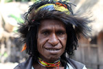 Dani woman with a cassowary headdress [papua_5364]
