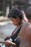 Papuan girl doing another's hair [papua_5856]