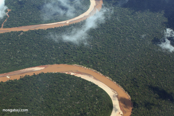 An winding river in the heart of the Peruvain Amazon. Photo by Rhett A. Butler / mongabay.com