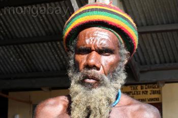 Hombre de Papúa en Wamena