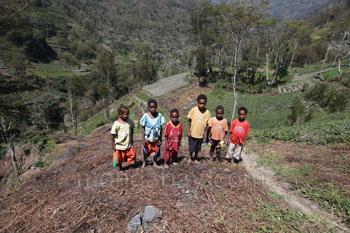 Niños en una villa Dani