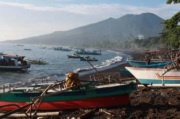 Pueblo de pescadores costeros en el norte de Sulawesi