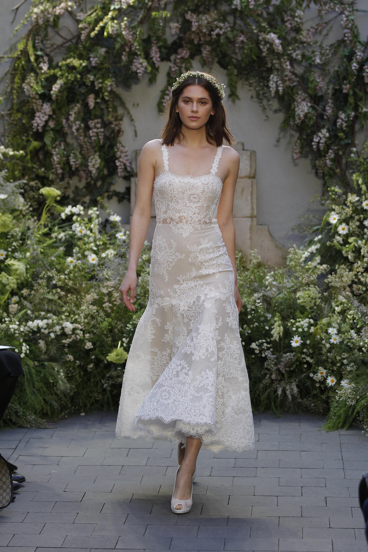 Колекція весільних суконь Monique Lhuillier весна 2017 - це богемна  пастораль. У центрі лінійки - сукні з найчистіших білосніжних і кремових  тканин. 16d75fb4a2eac