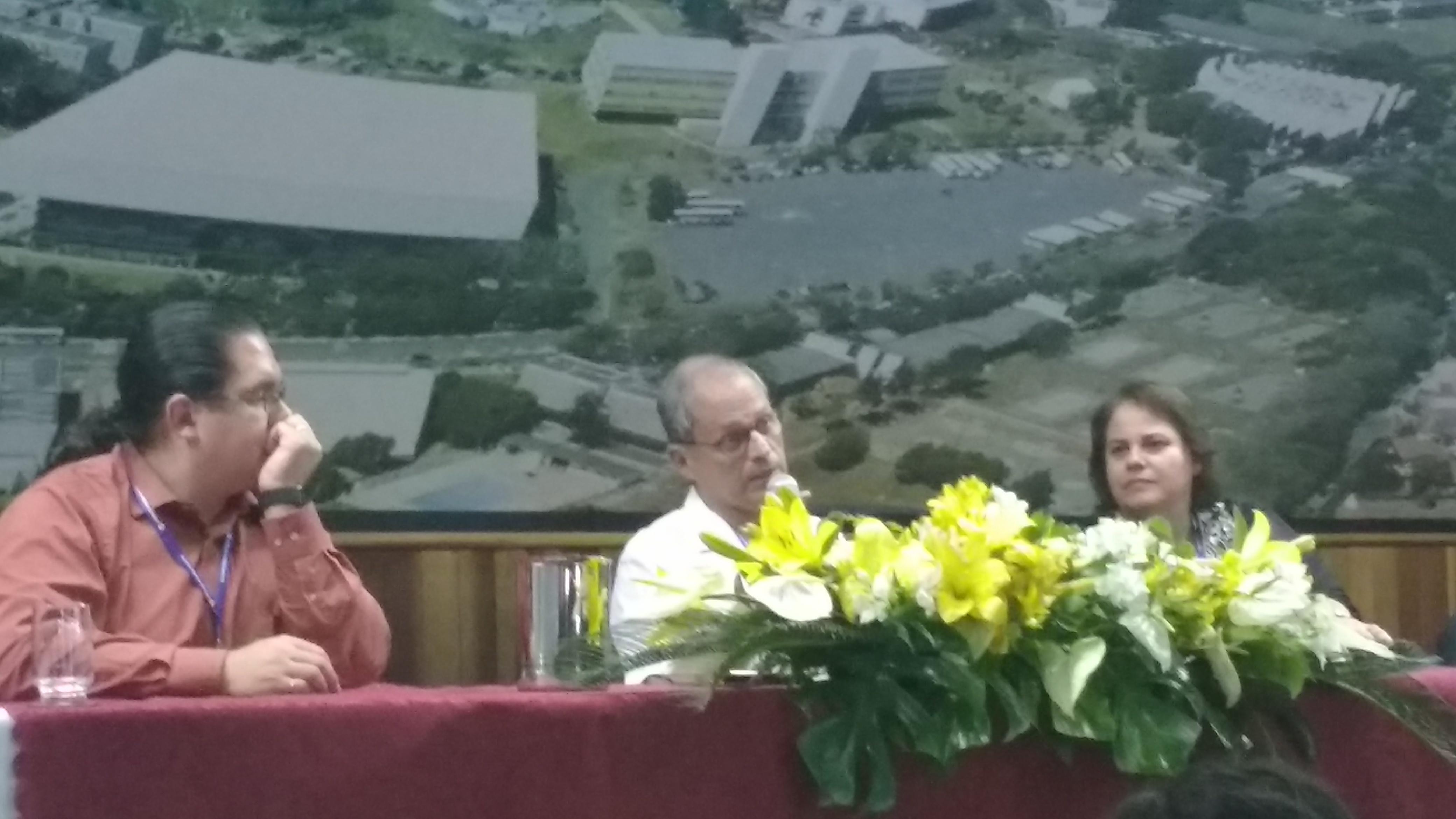 Prof. Dr. Gilberto Jannuzzi no Fórum Permanente: Clima & Saúde, ao lado do Prof.Dr. Plinio Morita e da Profa. Dra. Agma J. M. Traina
