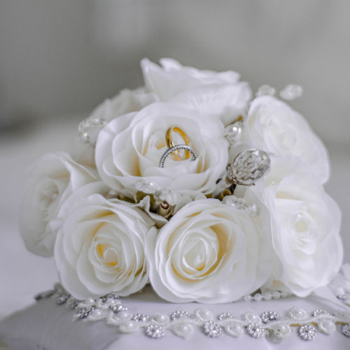 graphic: bouquet of white roses