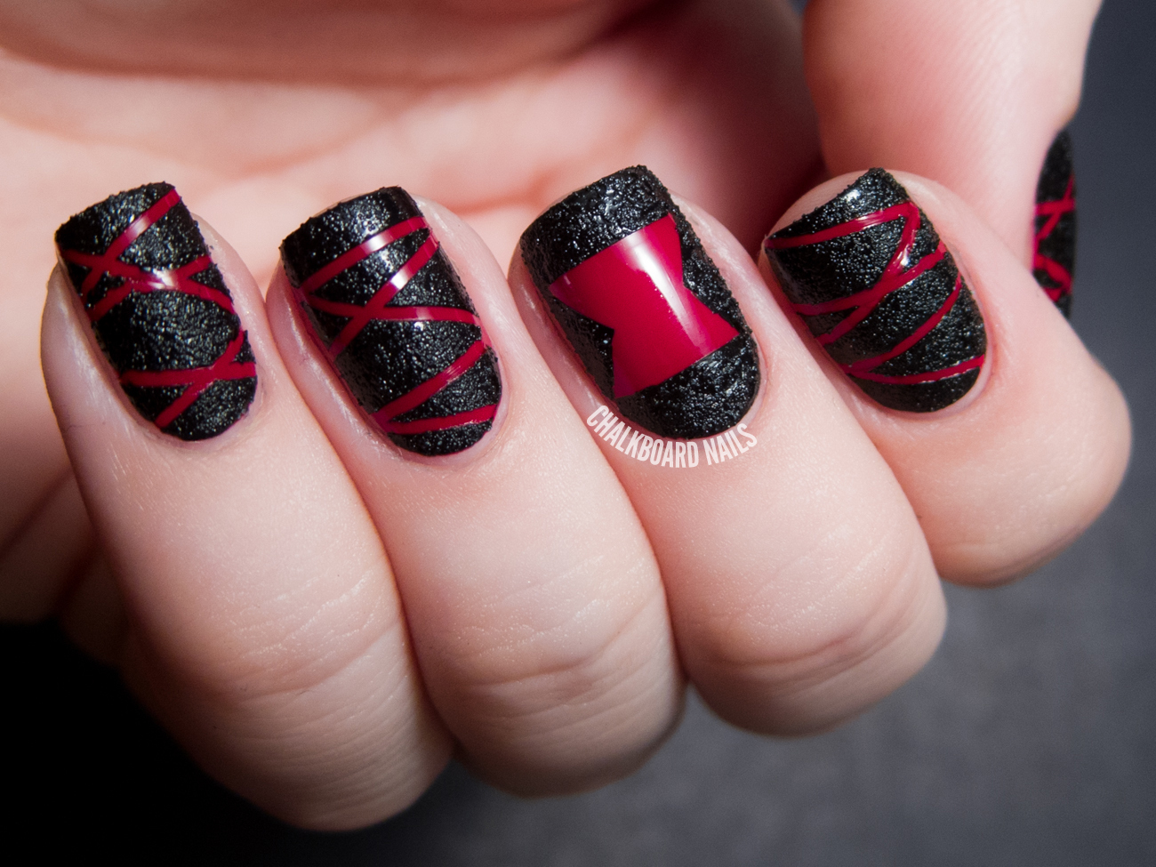 halloween nails in black and red
