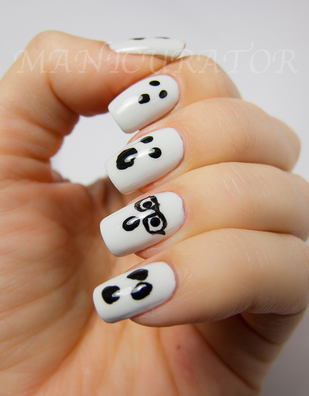 ghost halloween nails