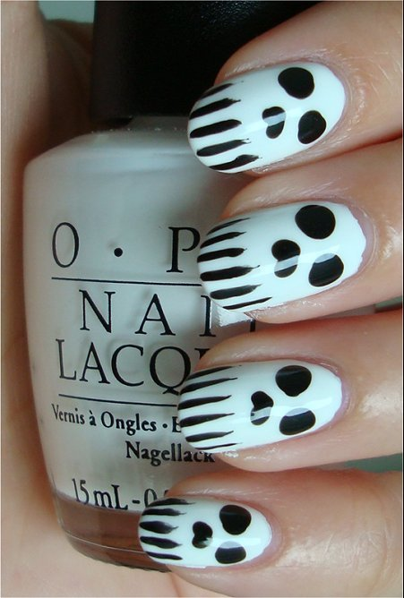 skull nail art for halloween