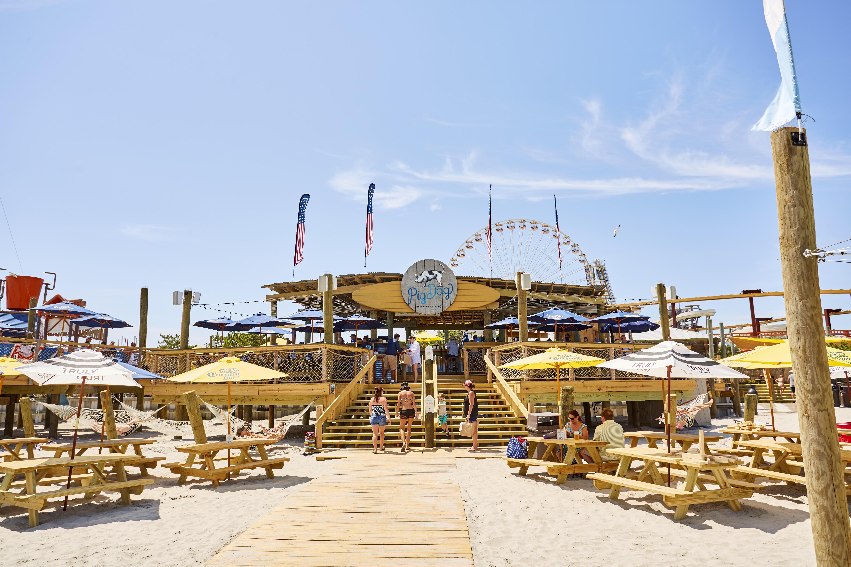 pigdog beach bar bq morey s piers