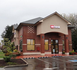 Loeffler Construction US Bank Traditional Branch entrence